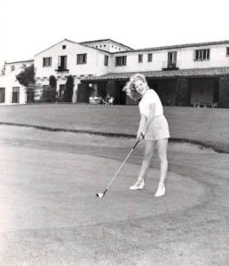 Marilyn-at-Brentwood-for-Fox-Film-tourney-1947